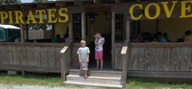 Pirate's Cove: Home of the best po-boys on the planet!